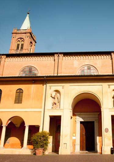 Cortile della chiesa ingresso del dotti storia e for Planimetrie del cottage del cortile